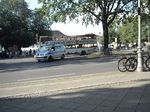 Polizei vehicle turns in busy road in front of queue:  Schloss Bellevue